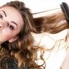Як завити волосся праскою?