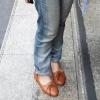 Яке взуття носити з джинсами?