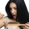 Чому випадає волосся у жінок?