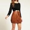 З чим носити коричневу спідницю?