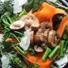 Салат з маринованими грибами